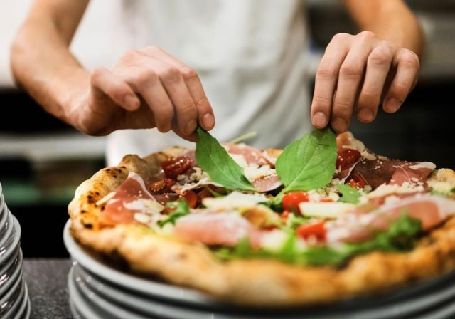 If it's more than 50 seconds, it's not Neapolitan.   (Please don't ask for a crispy pizza, Neapolitan pizza is soft and foldable!)  📸 @etiennephotography